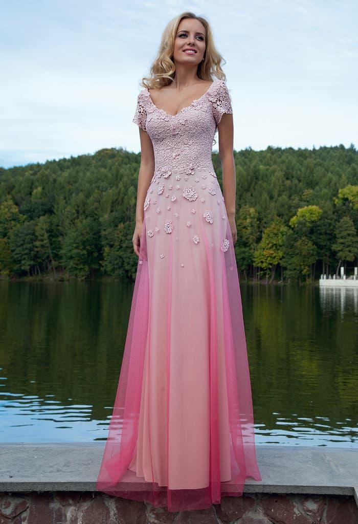 Стильное вечернее платье с эффектом градиент и вышивкой бусинами по корсету.