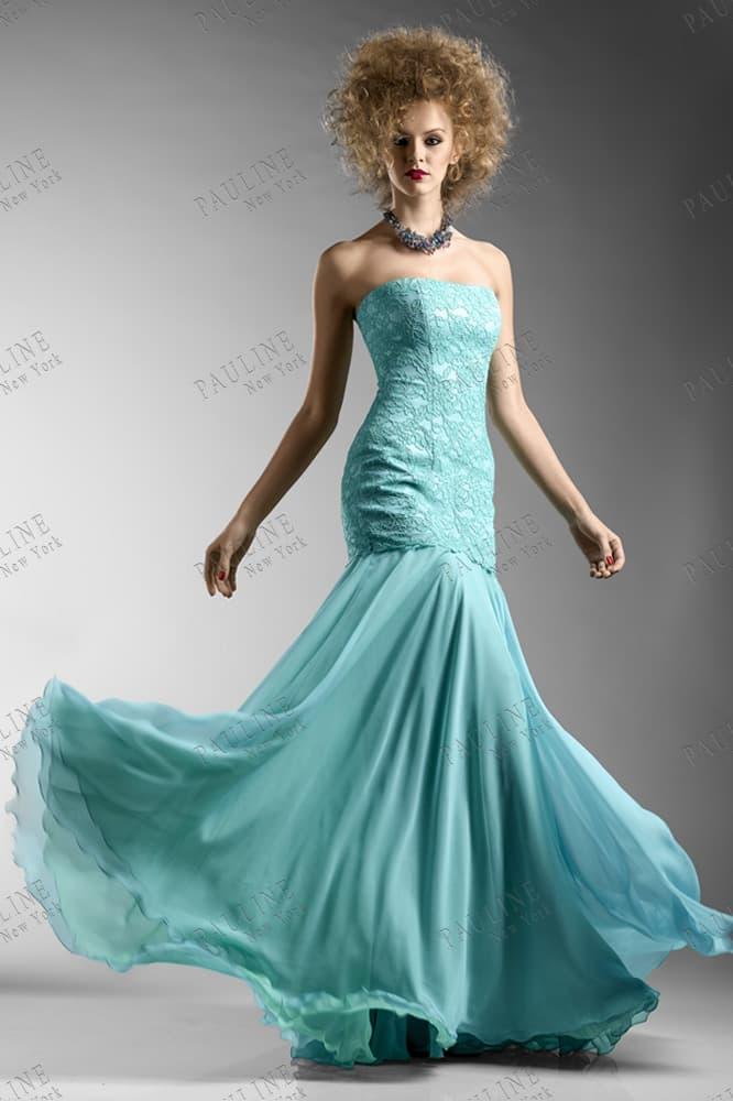 Голубое вечернее платье с кружевным корсетом и заниженной талией.