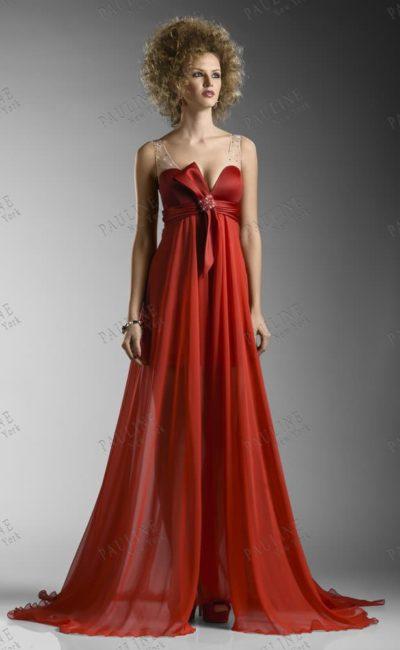 Алое вечернее платье в греческом стиле.