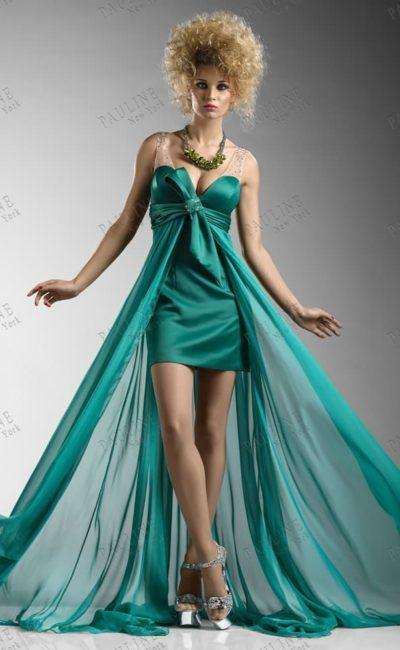 Стильное вечернее платье с длинной полупрозрачной юбкой.