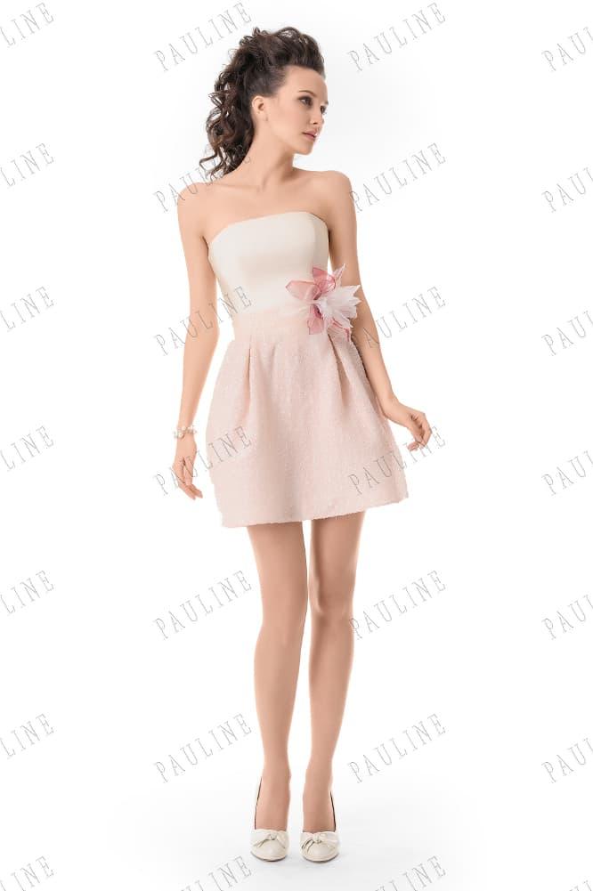 Бело-розовое вечернее платье с объемной юбкой до середины бедра и бутоном на талии.