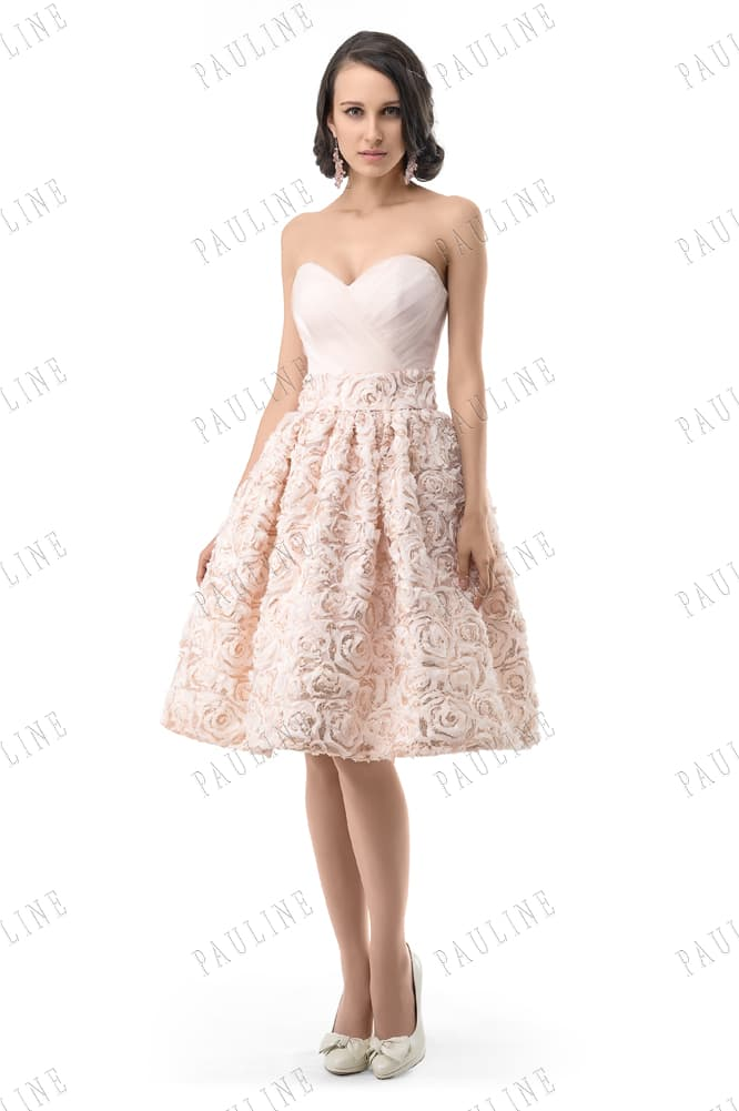 Романтичное вечернее платье розового цвета с юбкой, покрытой бутонами.