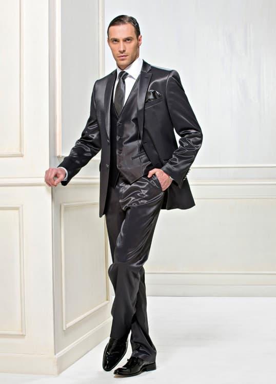 ▶▶Темно-серый атласный свадебный мужской костюм с однобортным пиджаком на двух пуговицах и жилетом ☎ +7 495 724 26 05 ▶▶ Свадебный центр Вега Ⓜ Петровско-Разумовская