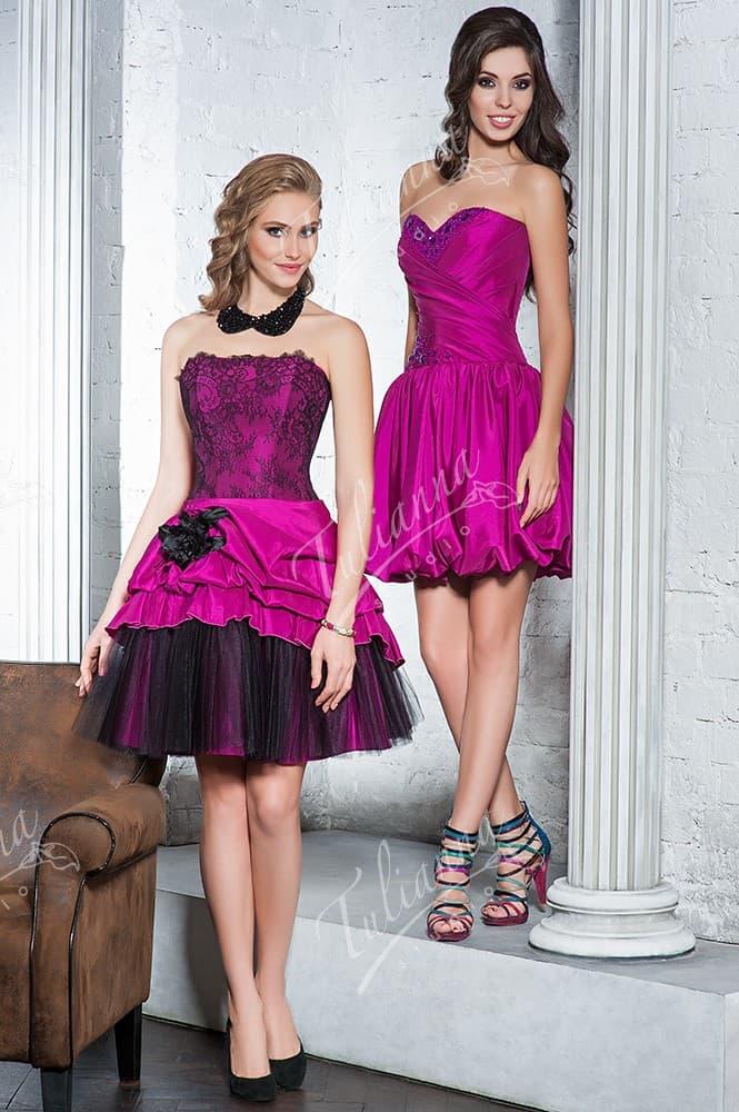 Открытое коктейльное платье фиолетового цвета с короткой пышной юбкой.