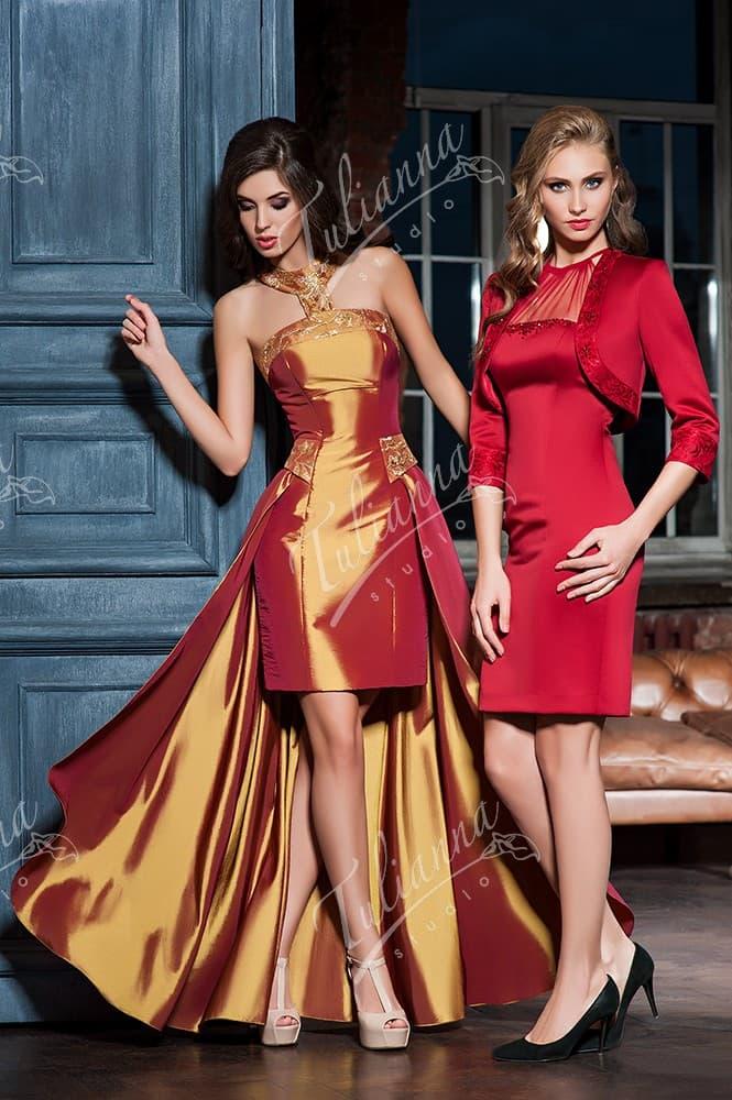 Эффектное вечернее платье-футляр с юбкой до середины бедра.