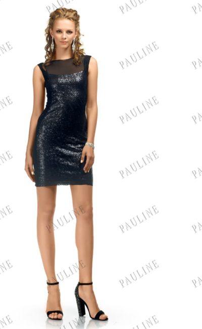 Сияющее вечернее платье черного цвета с юбкой до середины бедра.