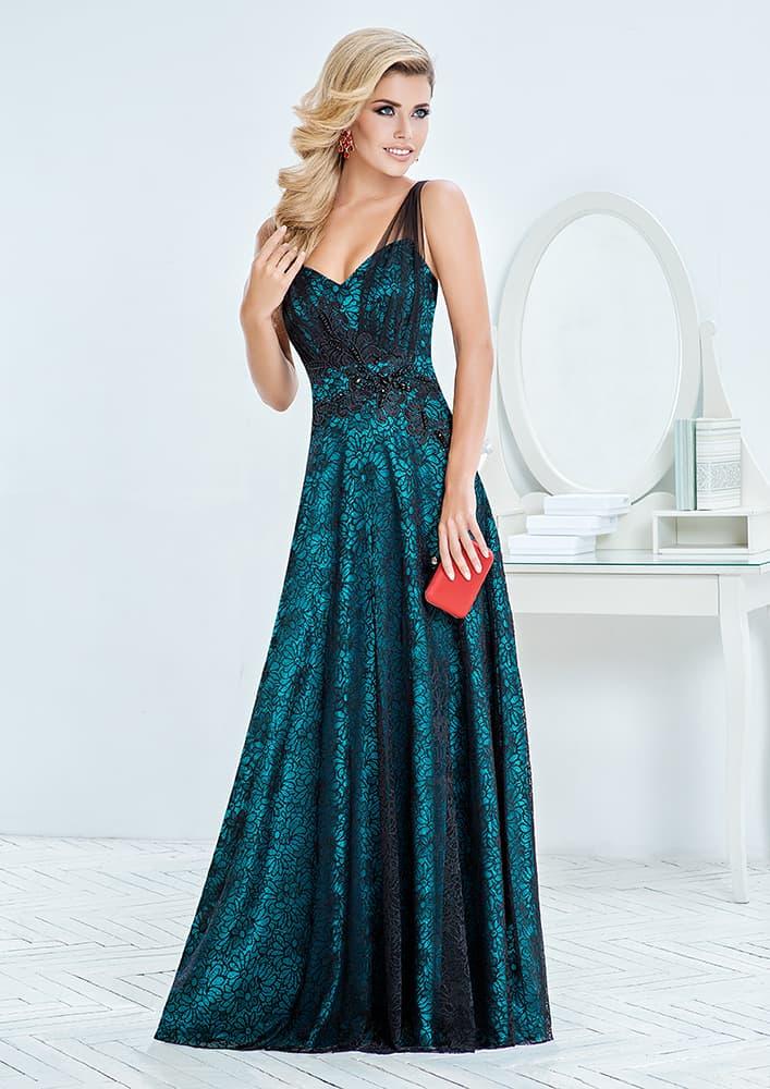 Вечернее платье с кружевным декором и юбкой прямого кроя.