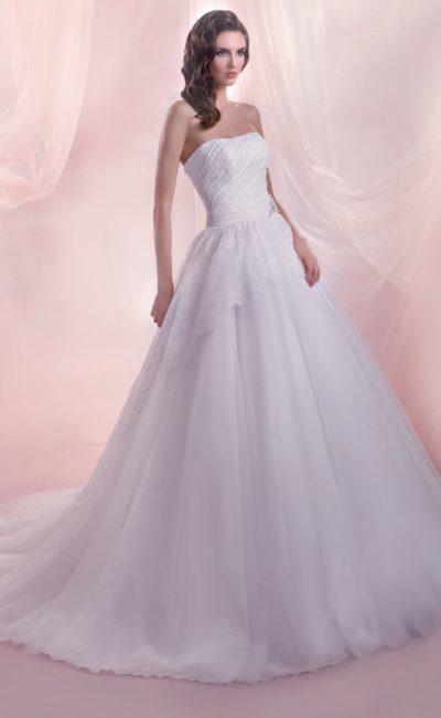 Открытое свадебное платье пышного кроя