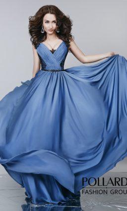 Светло-синее вечернее платье с роскошной прямой юбкой и драпировками по лифу.