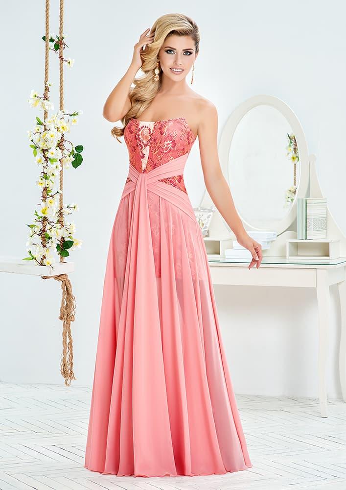 Розовое вечернее платье с драпировками на линии талии.