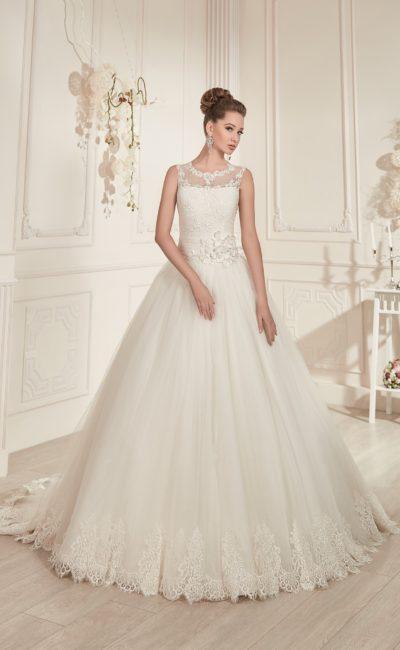 Свадебное платье с полупрозрачной отделкой корсета и небольшим вырезом на спинке.