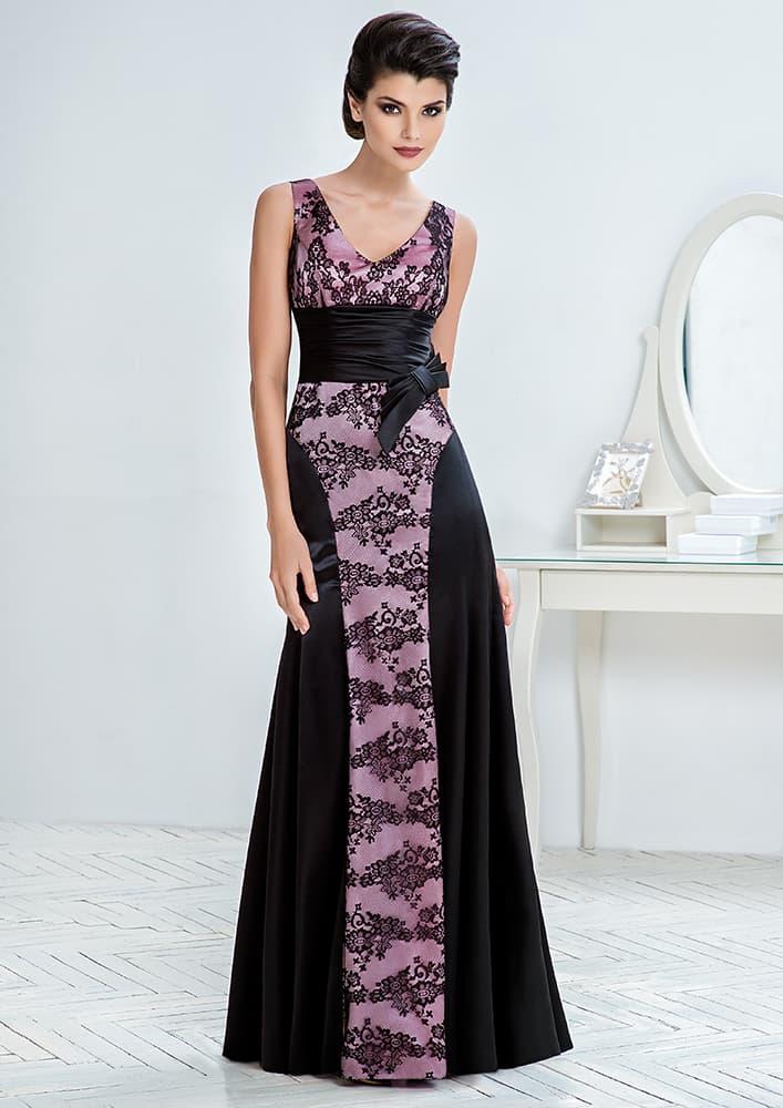 Атласное вечернее платье прямого кроя с ажурным декором.