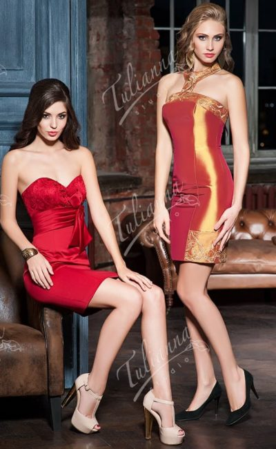 Вечернее платье-футляр из плотной фактурной ткани.
