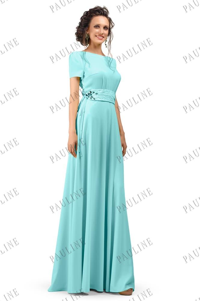 Голубое вечернее платье с коротким прямым рукавом и округлым декольте.