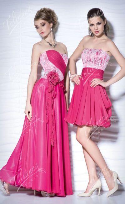 Малиновое вечернее платье с волнами ткани по юбке.