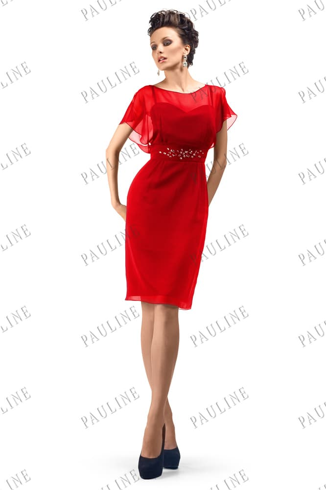 Красное вечернее платье-футляр с шифоновыми рукавами.