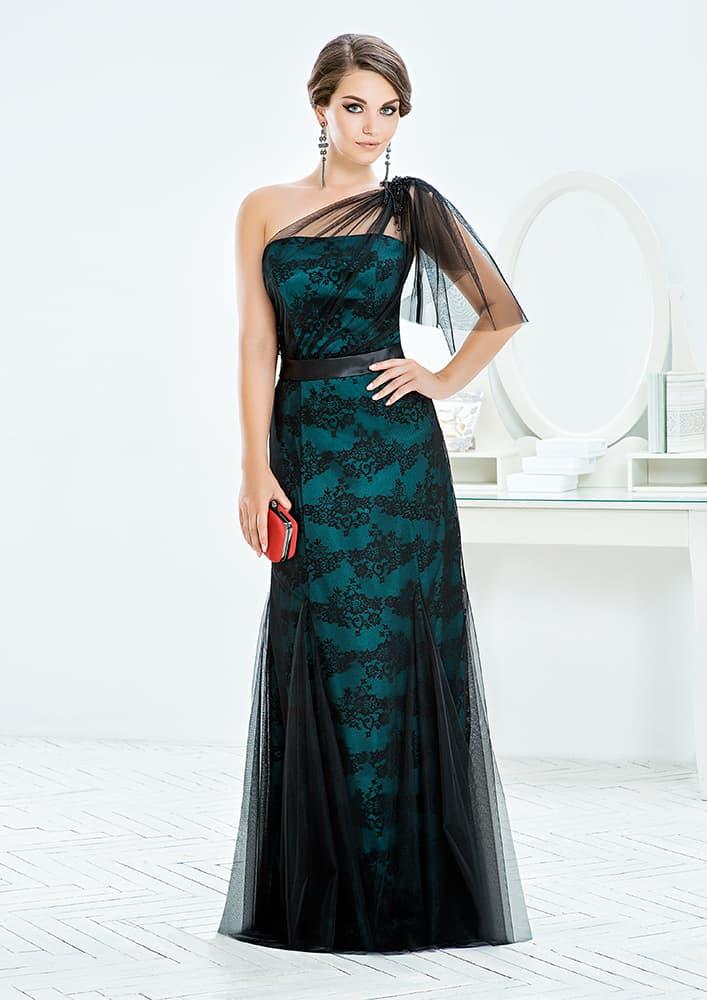 Эффектное вечернее платье с зеленой подкладкой под черным кружевом.