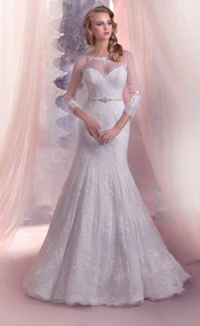 Свадебное платье «русалка» с длинными прозрачными рукавами и кружевным декором округлого выреза.