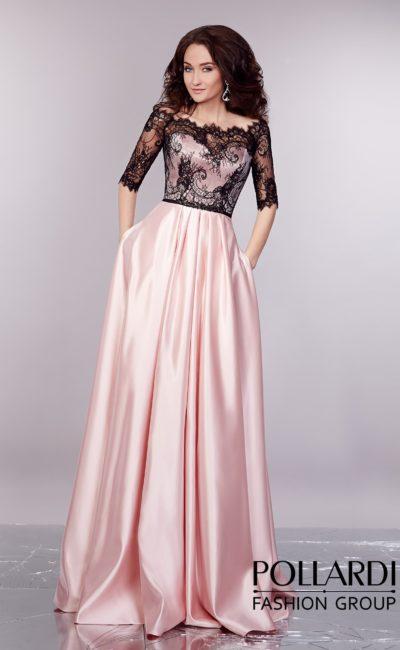 Розовое вечернее платье из глянцевого атласа с верхом из контрастного черного кружева.