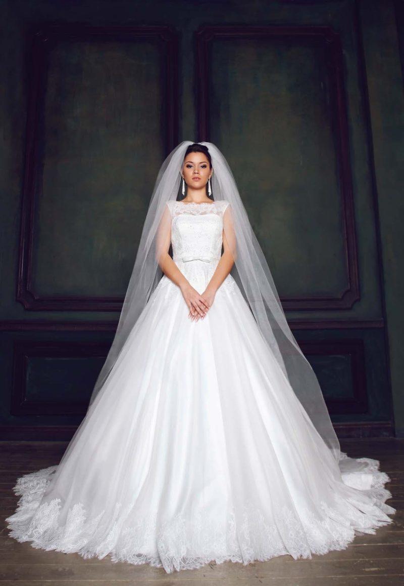 Нежное свадебное платье «принцесса» с изящным вырезом на спинке и закрытым лифом.