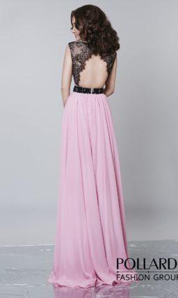 Стильное вечернее платье розового цвета с контрастными бретелями и открытой спинкой.