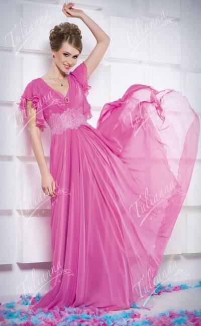 Вечернее платье с коротким пышным рукавом и шифоновой юбкой.