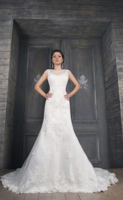 Кружевное свадебное платье с полупрозрачной отделкой лифа и изящной вставкой на спинке.