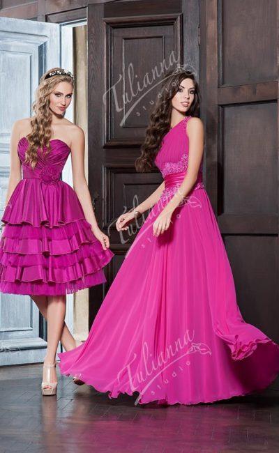 Малиновое вечернее платье с романтичной шифоновой юбкой.