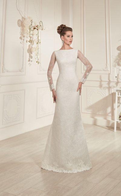 Прямое свадебное платье с вырезом под горло, округлым декольте на спинке и полупрозрачными рукавами.