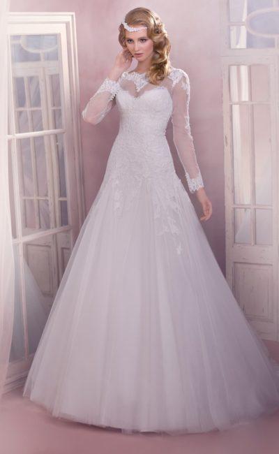 Закрытое свадебное платье с округлым вырезом с кружевным декором и юбкой «принцесса».