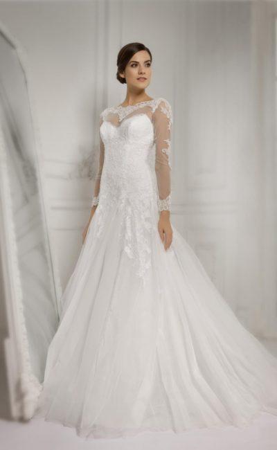 Изысканное свадебное платье с фигурным вырезом под горло и длинными рукавами из тонкой ткани.