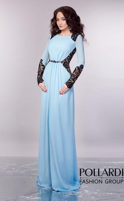 Закрытое вечернее платье нежного голубого цвета с отделкой черным кружевом на рукавах и спинке.