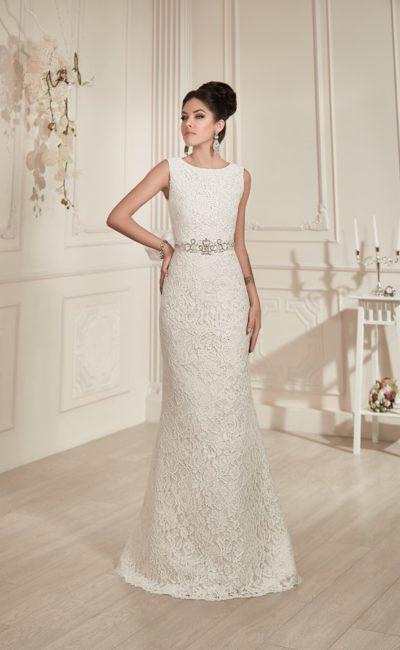 Стильное свадебное платье с округлым вырезом под горло, фактурным декором и открытой спинкой.