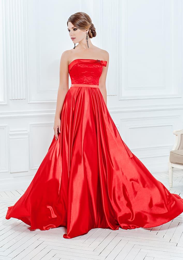 Роскошное вечернее платье алого цвета из глянцевой атласной ткани.