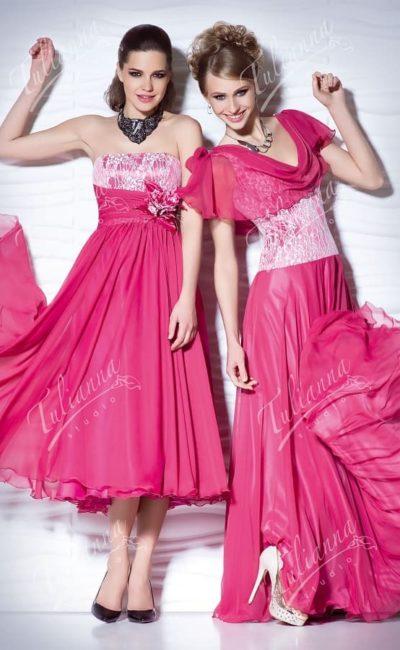 Стильное вечернее платье розового цвета с белым кружевом на лифе.