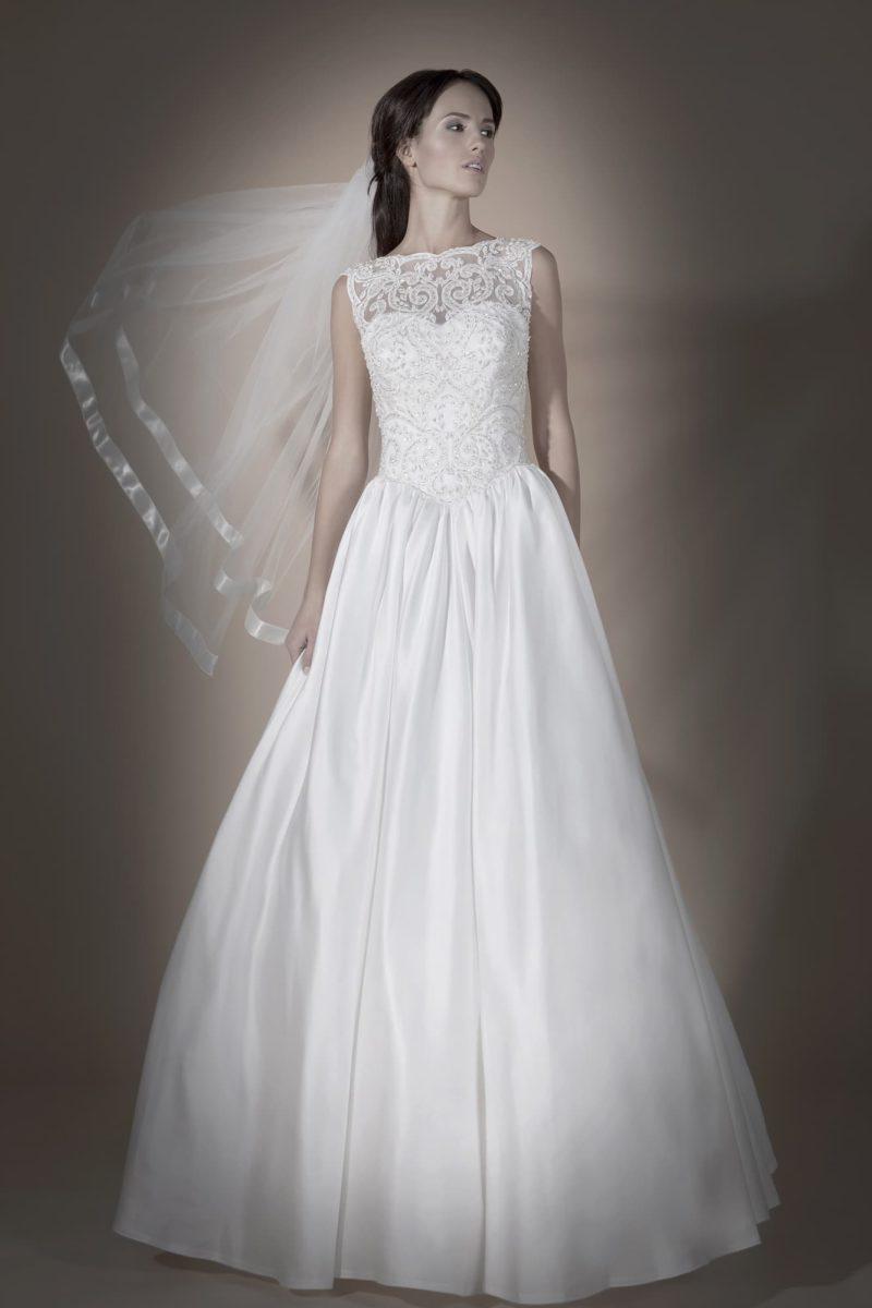 Нежное свадебное платье «принцесса» с открытой небольшим вырезом спинкой и кружевным лифом.