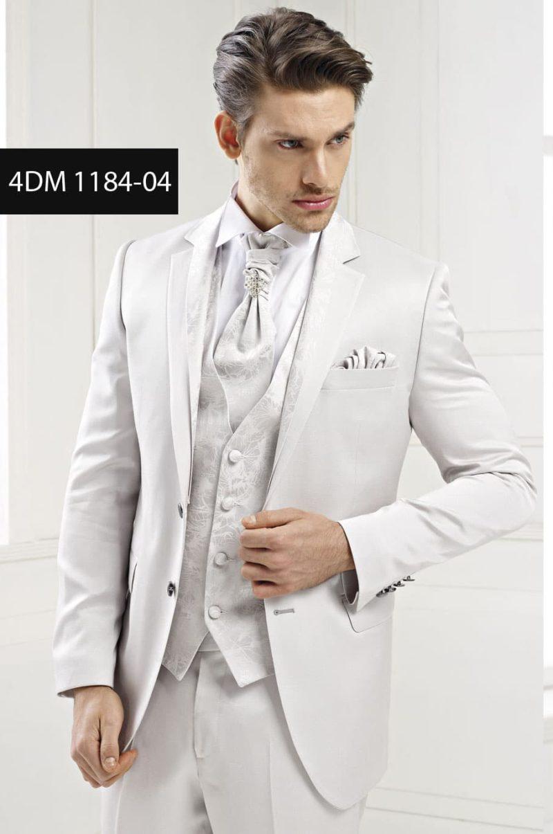 ▶▶Дымчато-белый свадебный мужской костюм с жемчужной фактурой и однобортным пиджаком на двух пуговицах ☎ +7 495 724 26 05 ▶▶ Свадебный центр Вега Ⓜ Петровско-Разумовская