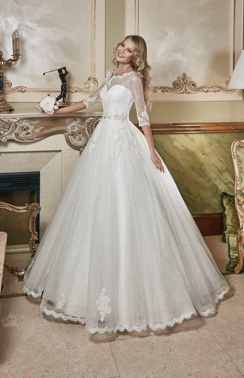 Великолепное свадебное платье пышного силуэта, покрытое вышивкой пайетками по всей юбке.