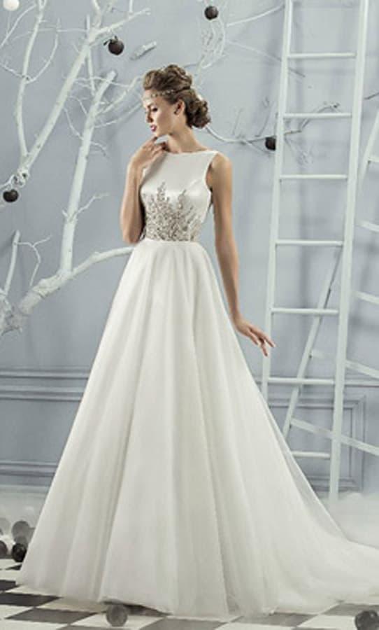 Элегантное свадебное платье с закрытым атласным верхом, расшитым сияющим бисером.