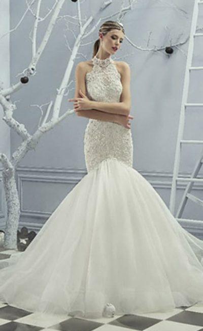 Свадебное платье с пышной юбкой «русалка» и верхом с американской проймой.