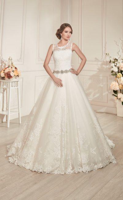 Свадебное платье с полупрозрачной вставкой над корсетом, широким бисерным поясом и длинным шлейфом.