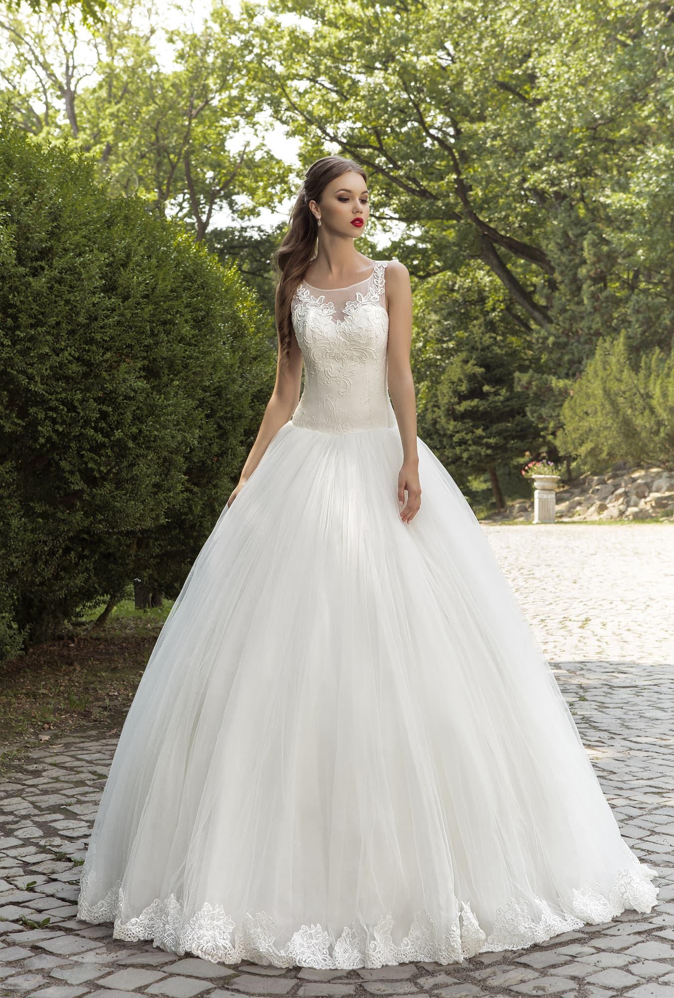 83fec268e31 Свадебное платье Armonia Сингапур ▷ Свадебный Торговый Центр Вега в ...