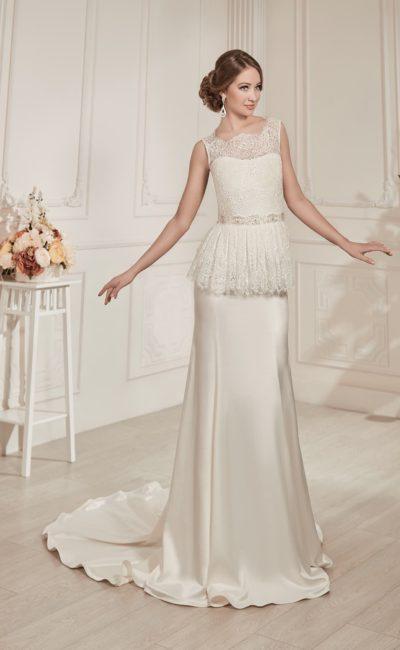 Прямое свадебное платье с роскошной атласной юбкой и пышной кружевной баской на талии.