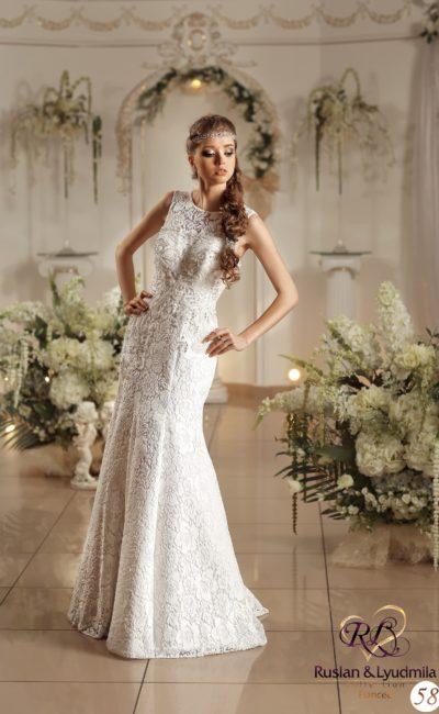 Свадебное платье элегантного кроя «рыбка», полностью покрытое слоем выразительного кружева.