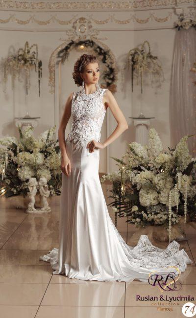 Атласное свадебное платье с потрясающим кружевным шлейфом и фактурным декором корсета.