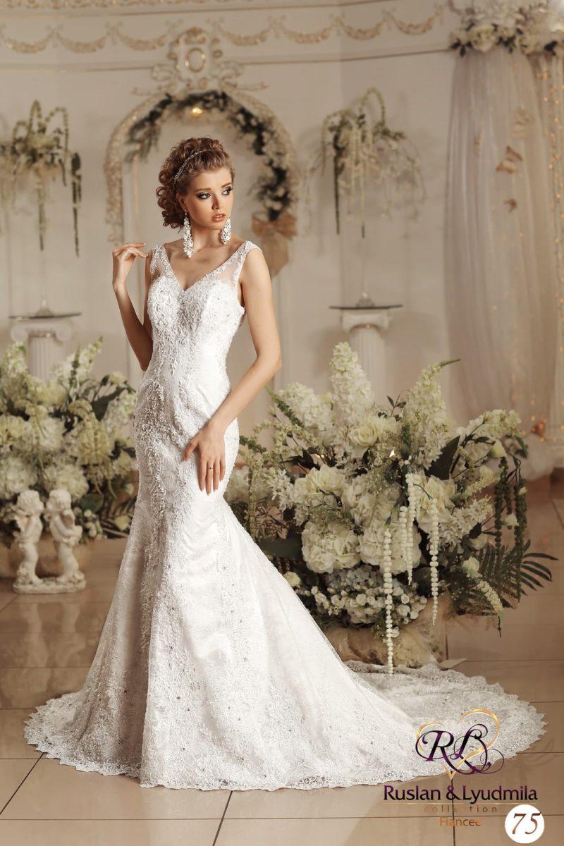Свадебное платье с роскошным декором из кружева.