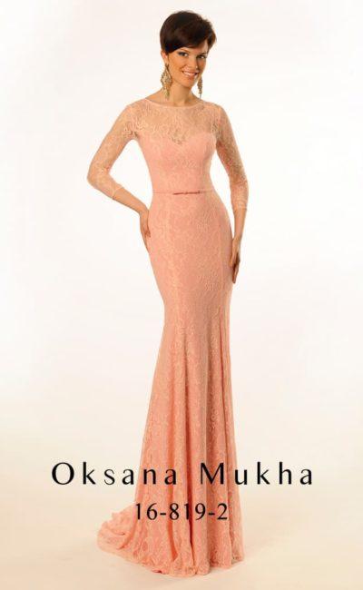 Чувственное вечернее платье розового цвета с длинным рукавом, полностью покрытое кружевной тканью.