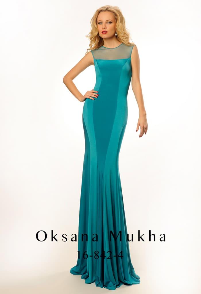 Притягательное вечернее платье бирюзового оттенка с полупрозрачной тканью над лифом.