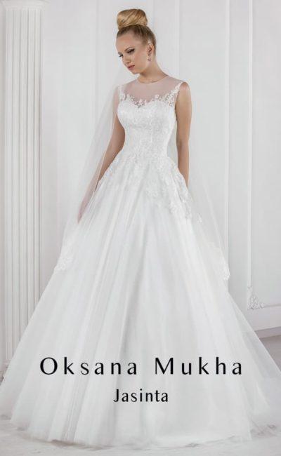 Элегантное свадебное платье «принцесса» с нежным кружевным декором верха.