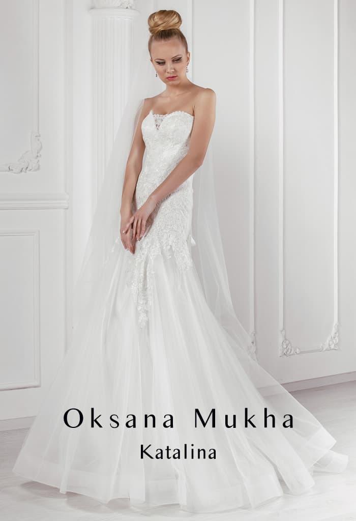 Открытое свадебное платье «рыбка» с многослойным подолом.